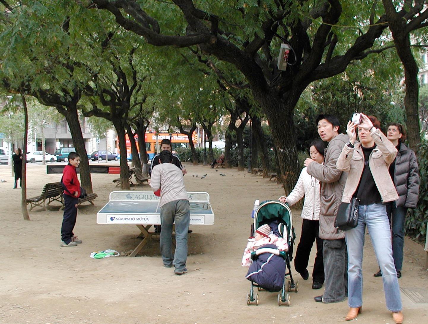 Sagrada di Familia i Barcelona är både turistmål och lokal parkmiljö